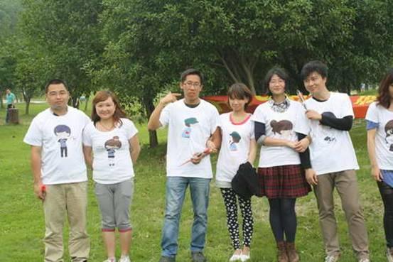 继2011年和2013年5月RCC旗下建筑畅言网在北京成功举办两次设计师交友活动之后,仍有不少设计师希望能够再次举办类似活动。为了满足设计师们的需求,让情趣相投的年轻设计师交流、相识,畅言网踏青交友活动于再次开启。6月15日,我们带领上海地区的设计师及建筑界的朋友们走出办公室,来到风景秀丽的苏州上方山,呼吸初夏郊外的新鲜空气、放松紧张疲惫的心情,邂逅一段属于自己的浪漫佳缘。 来自同济大学建筑设计研究院、中元国际(上海)工程研究院、上海市政工程设计研究院、日本艾麦欧(上海)建筑设计有限公司、上海天华建筑设计